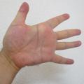 肩こりの人は手が硬い。指をピーンとしてフワッとです!